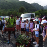 Le grand jour est arrivé : les arbres vont être plantés dans leur milieu naturel, par les élèves